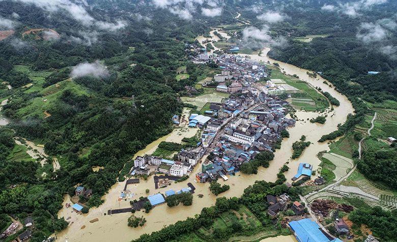 จีนตอนใต้ เดือดร้อน!! น้ำท่วมหนัก กระทบชีวิตประชาชนแล้วกว่า 2.6 ล้านคน
