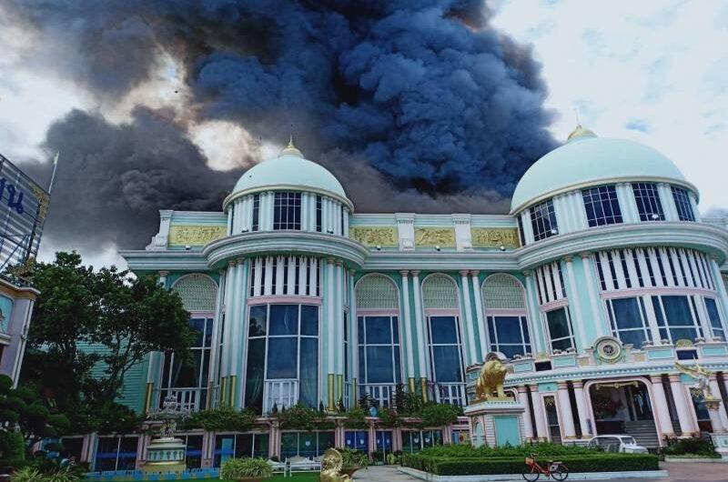 """ระทึกเพลิงไหม้ """"บ้านสุขาวดี""""เพิ่งเปิดวันแรกหลังปิดให้บริการช่วงวิกฤติโควิด-19"""